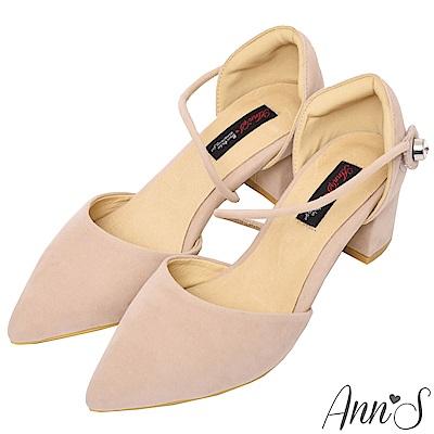 Ann'S強烈女人味-顯瘦斜帶單鑽魔鬼氈粗跟尖頭鞋-米