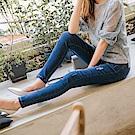 水洗抓破設計收腹纖腿丹寧窄管褲-OB大尺碼