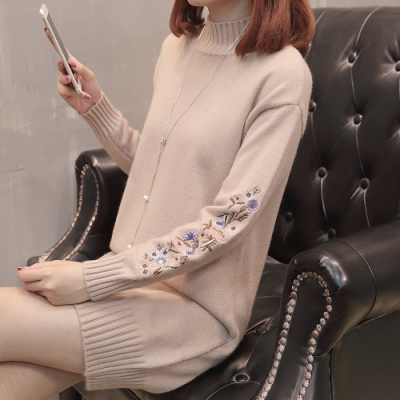 2F韓衣-半高領花朵刺繡螺紋造型長版上衣-F