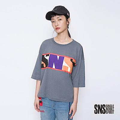 SNS 玩酷女子撞色字母設計寬版上衣(<b>3</b>色)