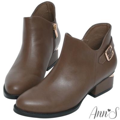 Ann'S 顯瘦側V造型方形扣帶金色切口粗跟短靴-咖