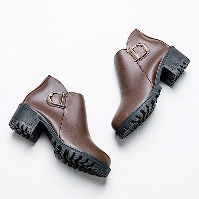 River&Moon短靴-造型D金扣側V粗跟短靴-咖