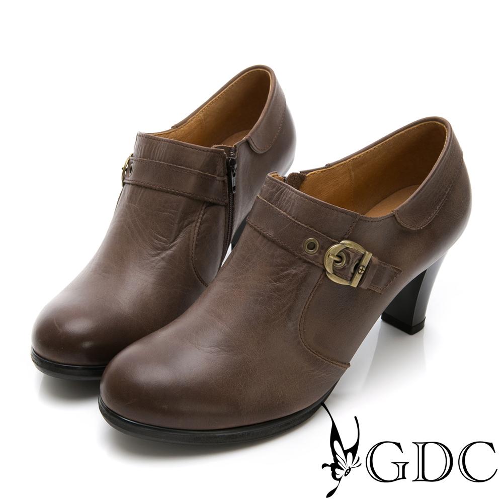 GDC-真皮擦色英倫風扣環中跟包鞋-可可色