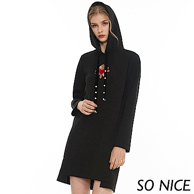SO NICE俏麗愛心刺繡連帽洋裝
