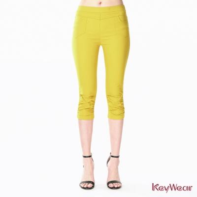 KeyWear奇威名品    微涼感褲口抓褶彈性修身褲-黃色