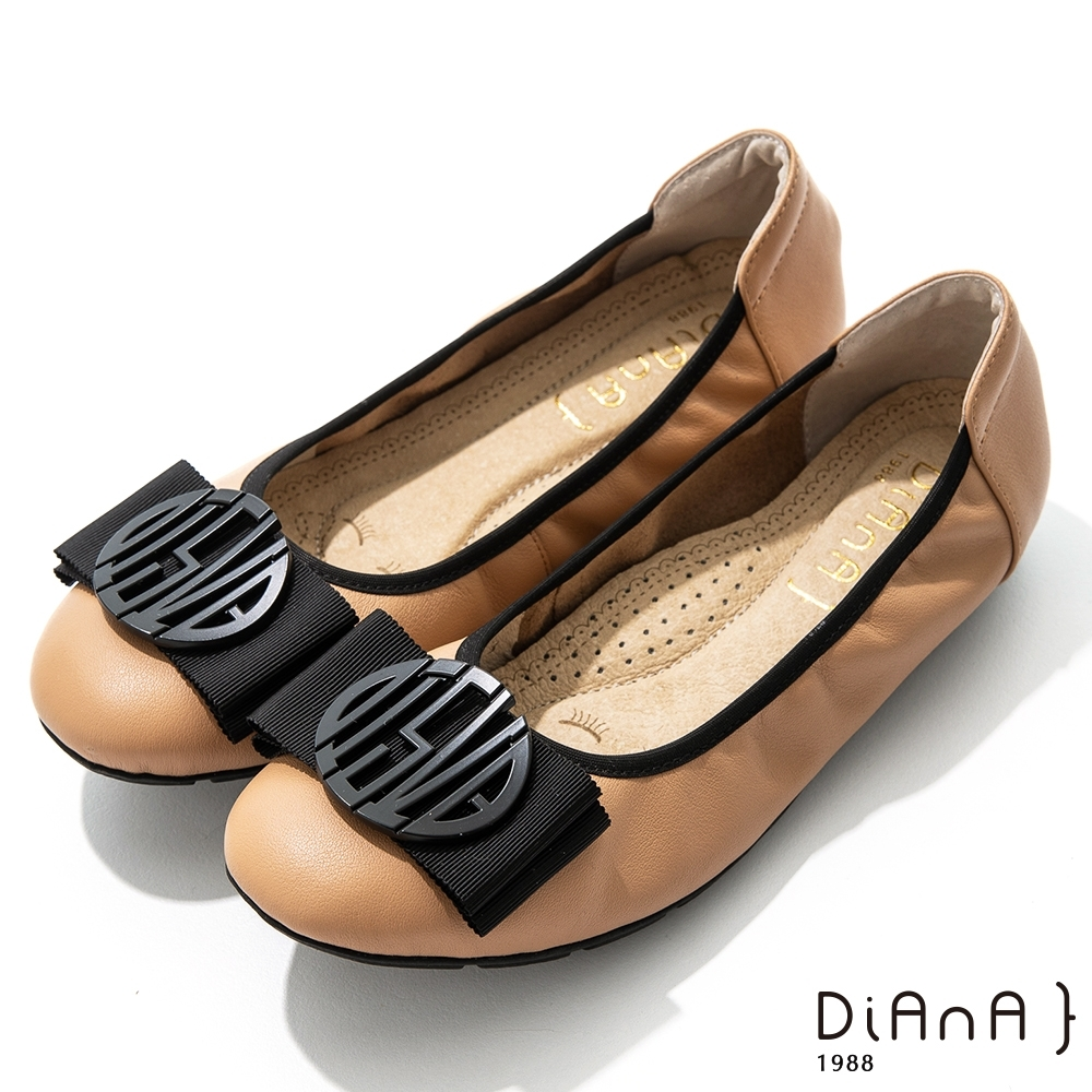 DIANA 2cm質感牛皮幾何圖騰蝴蝶結飾釦娃娃鞋-漫步雲端焦糖美人-淺棕
