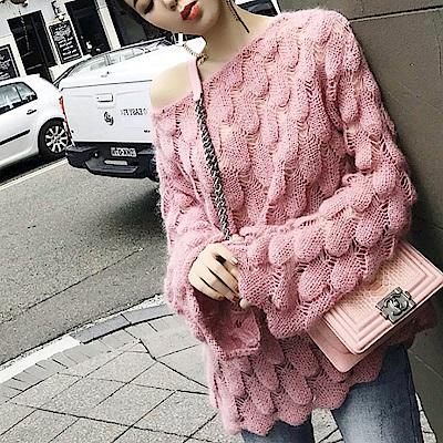 La Belleza一字領橢圓形孔雀紋路喇叭袖鏤空針織毛衣(情人節送禮)