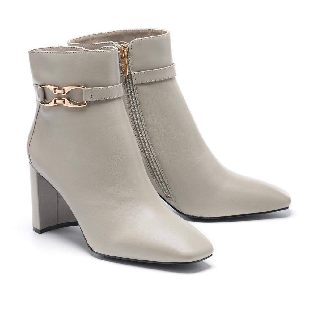 短靴 AS 時髦個性金屬釦繫帶造型全真皮方頭高跟短靴-灰