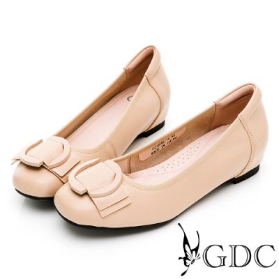 GDC-真皮素色甜美舒適上班低跟鞋-卡其色