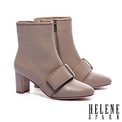 短靴 HELENE SPARK 時尚寬帶鉚釘全真皮粗高跟短靴-米