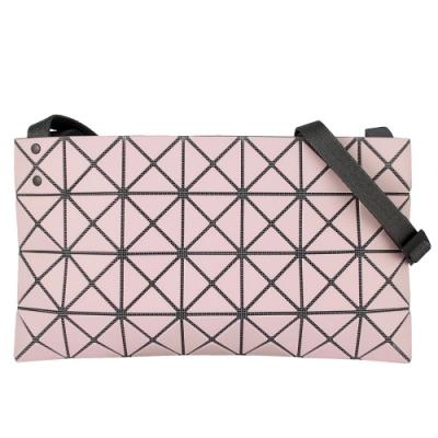 ISSEY MIYAKE 三宅一生BAOBAO 三角方格4x7霧面斜背包(粉紅色)