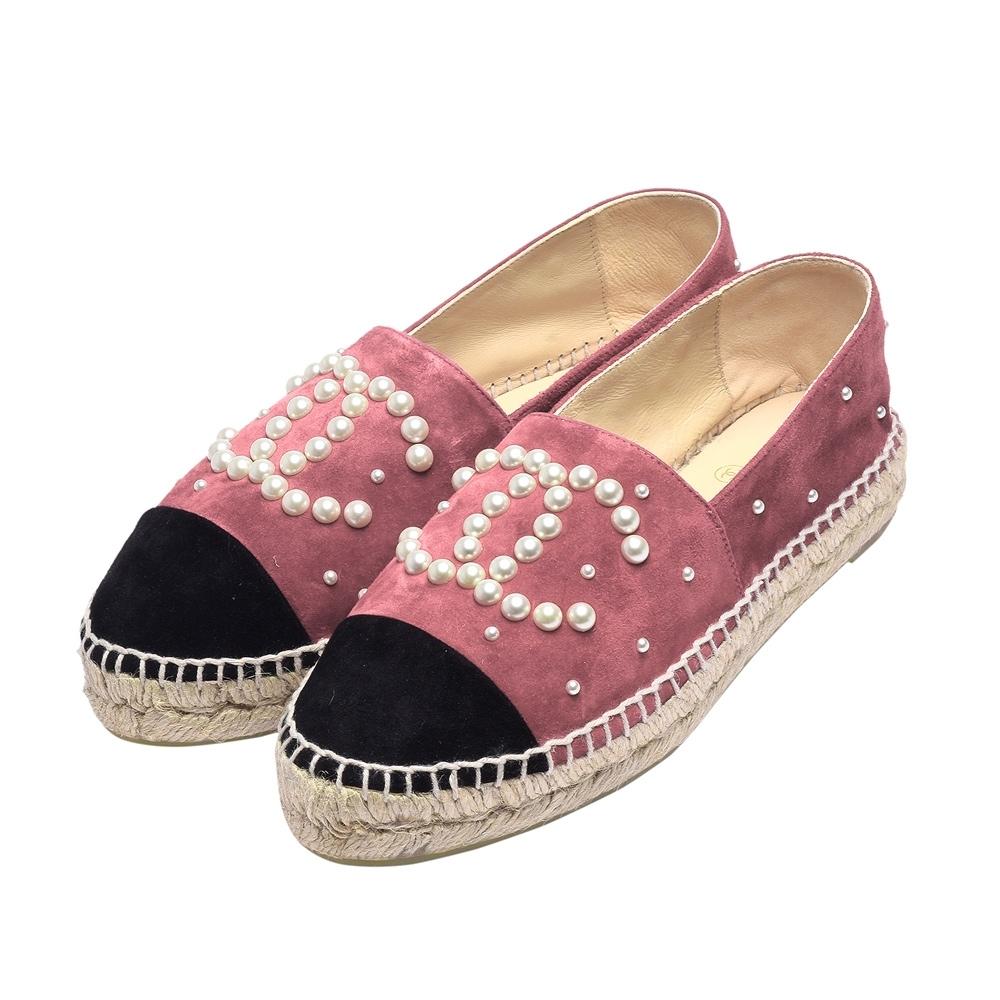 CHANEL 經典Espadrilles小香LOGO珍珠綴飾麂皮鉛筆鞋(粉X黑)