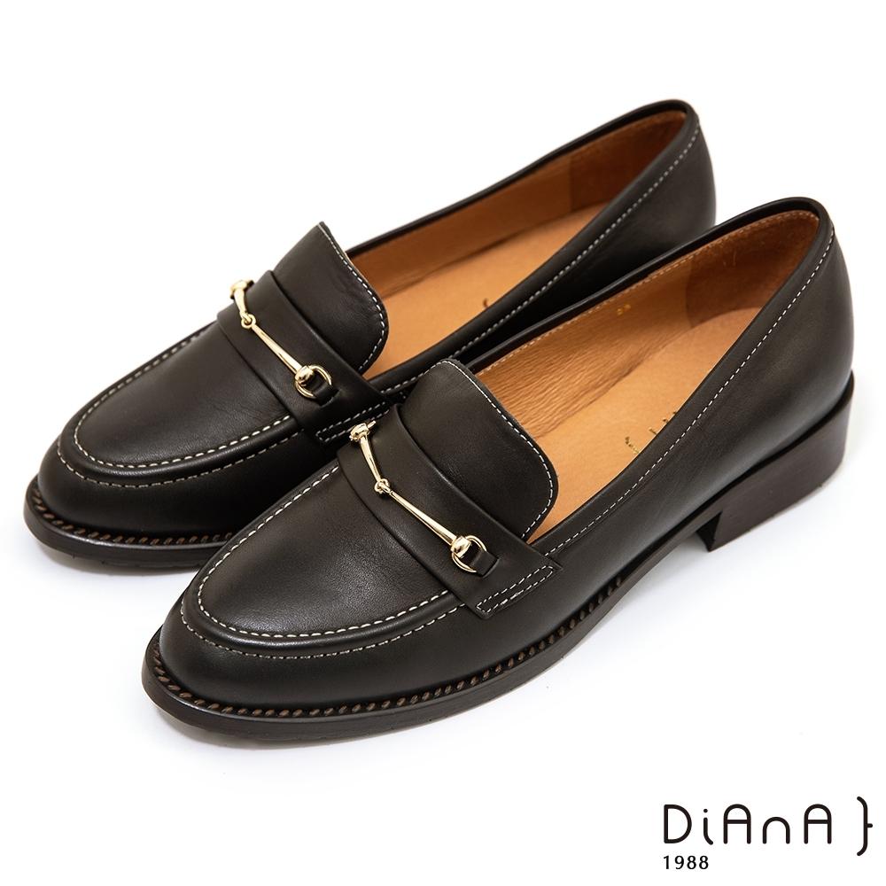 DIANA 3 cm質感水染牛皮馬銜釦低跟樂福鞋–漫步雲端焦糖美人-黑咖啡