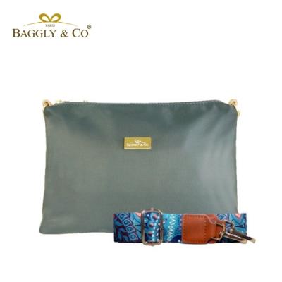 【BAGGLY&CO】輕量防潑水尼龍圖騰印花寬背帶側背包(灰綠色)
