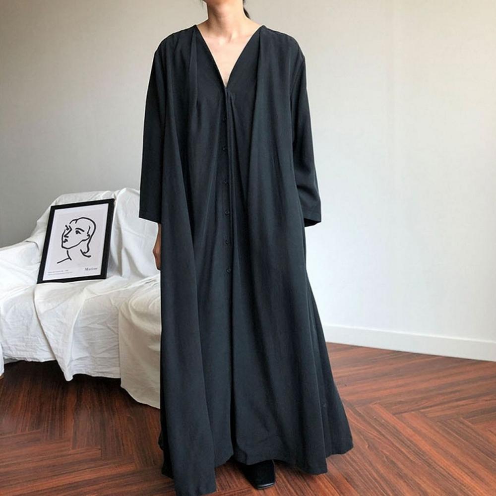 暢貨出清MOCO復古寬鬆超長版質感褶皺附腰帶排釦側口袋長洋裝