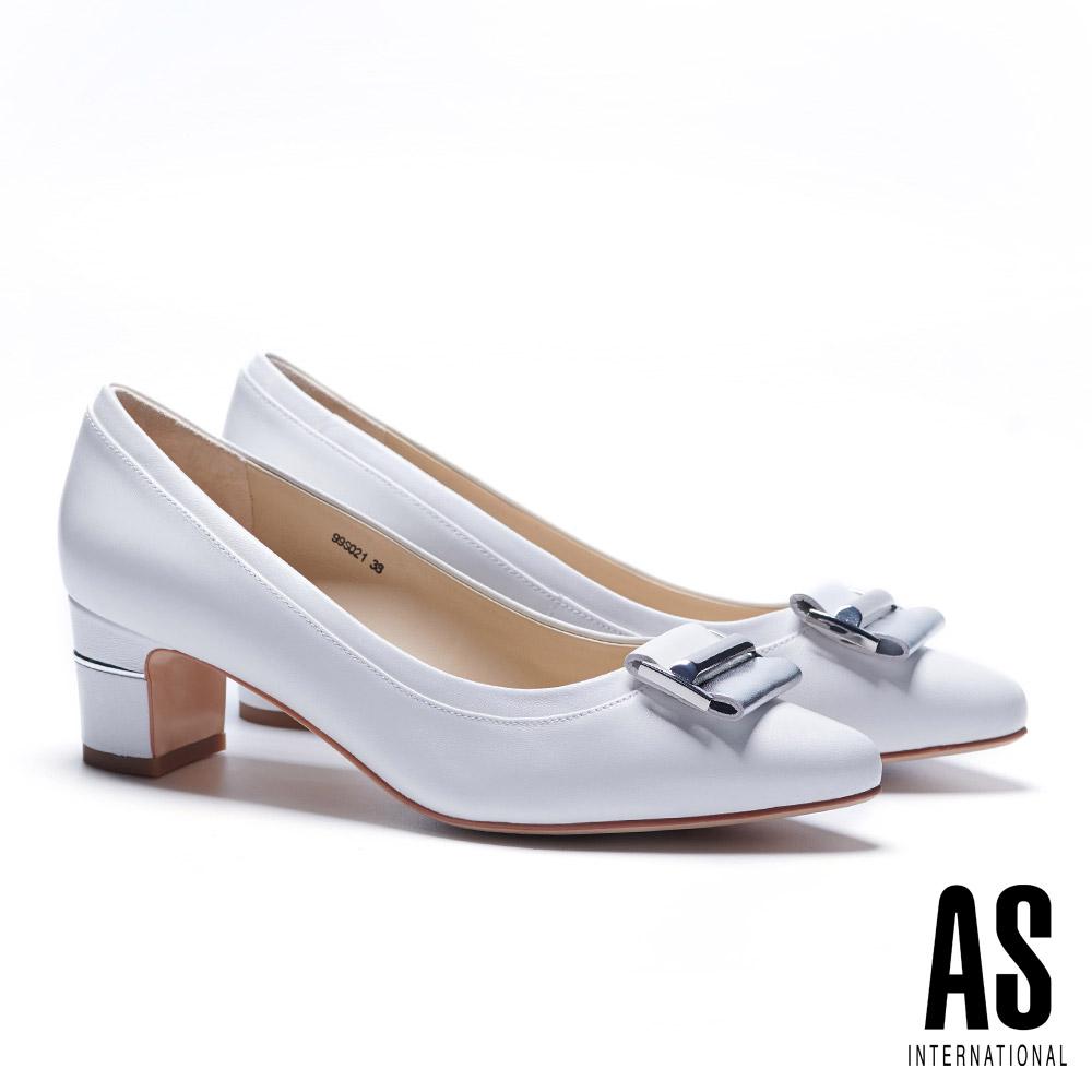 高跟鞋 AS 時尚金屬皮帶釦飾羊皮尖頭高跟鞋-白