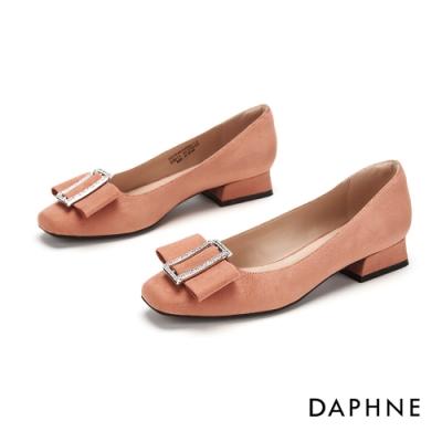 達芙妮DAPHNE 跟鞋-甜美鑽扣蝴蝶飾結方頭低鞋-粉紅