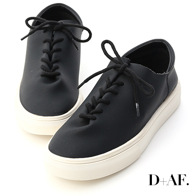 D+AF 愜意好穿.超軟皮革綁帶休閒鞋*黑
