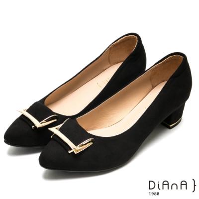 DIANA造型穿釦羊絨尖頭粗跟鞋-都會優雅-黑