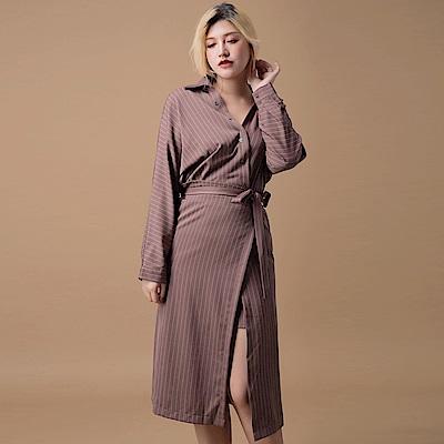 AIR SPACE LADY 中大尺碼 斜排釦直紋綁帶襯衫洋裝(藕)