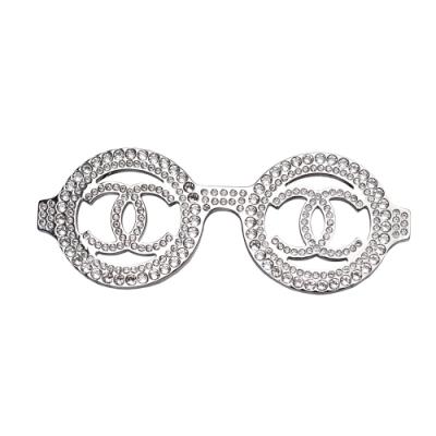 CHANEL 經典雙C LOGO水鑽鑲飾眼鏡造型胸針(銀)