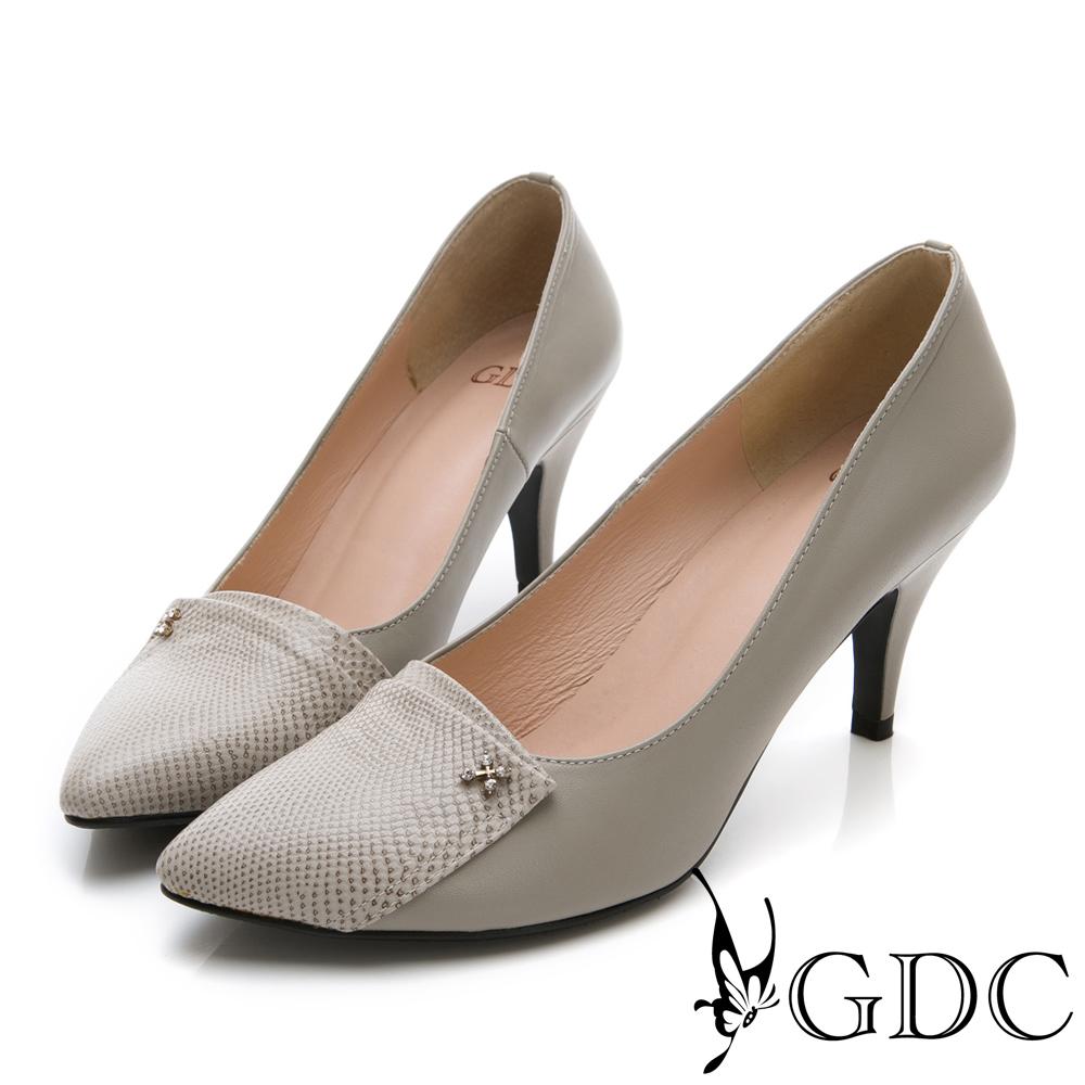 GDC-真皮異材質拼接小扣飾尖頭高跟鞋-灰色