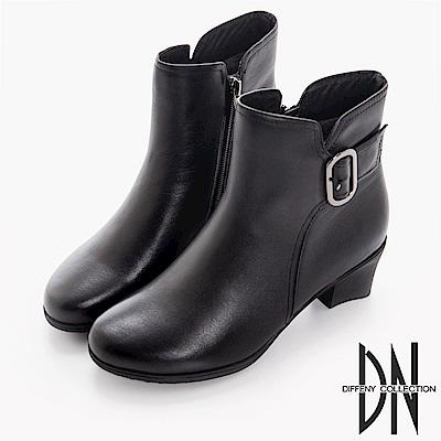 DN 都會女子 質感牛皮側邊飾扣跟靴-黑