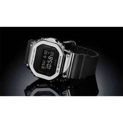 CASIO 卡西歐 G-SHOCK 超人氣軍事風格手錶-銀x黑(GM-5600-1)