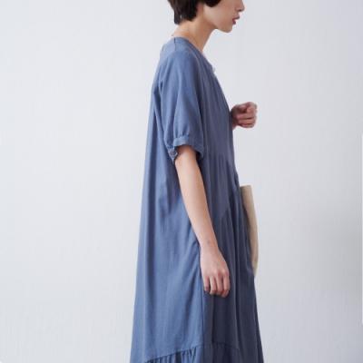 慢 生活 純色拼接抓皺寬鬆洋裝- 藍/卡其