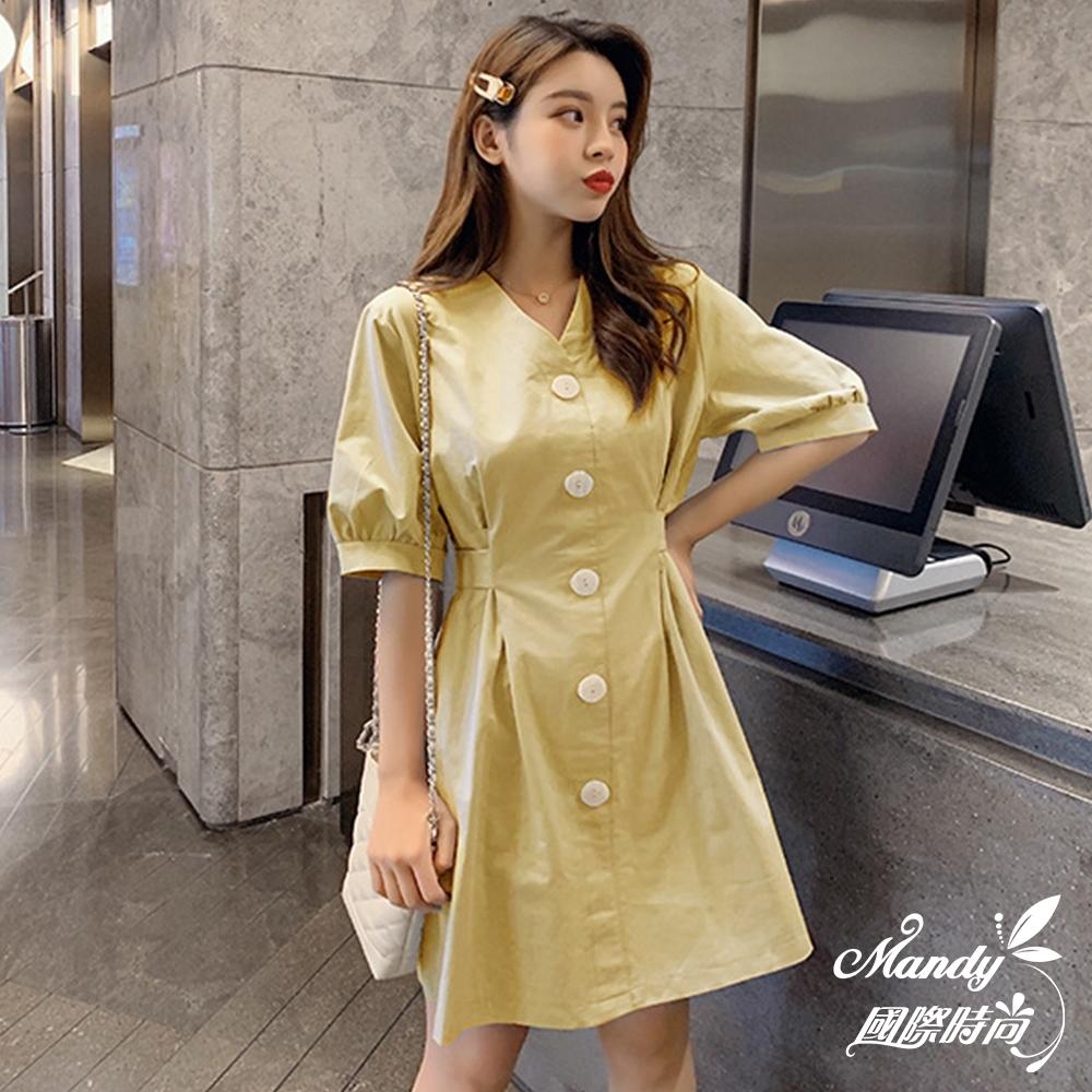 Mandy國際時尚 短袖洋裝 百搭高腰系帶顯瘦V領單排扣連身裙