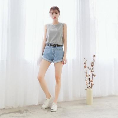 SUPER COLOR 青春氣息毛邊反摺牛仔丹寧短褲(附皮帶)-淺藍色