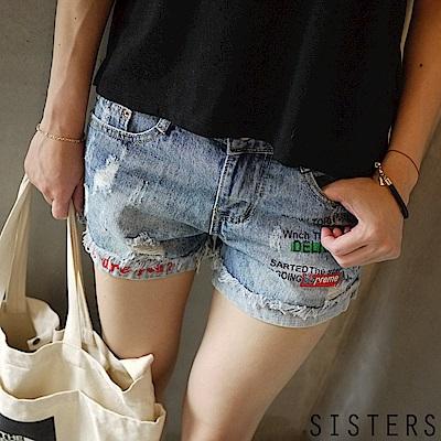 街頭刷色破損字母小男友短褲牛仔褲 S-3L SISTERS