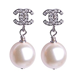 CHANEL A36138 經典水鑽CC LOGO珍珠風耳環(耳針式)