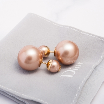 DIOR 新款「TRIBALE」經典不對稱雙珍珠星星金屬穿式耳環 (粉膚)