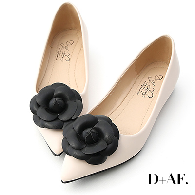 D+AF 古典美感.立體山茶花尖頭娃娃鞋*米