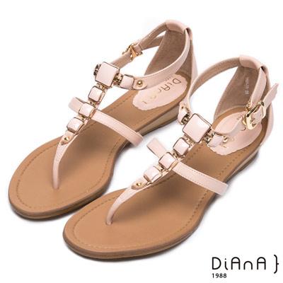DIANA 艷夏焦點—金色飾釦夾腳涼拖鞋-裸