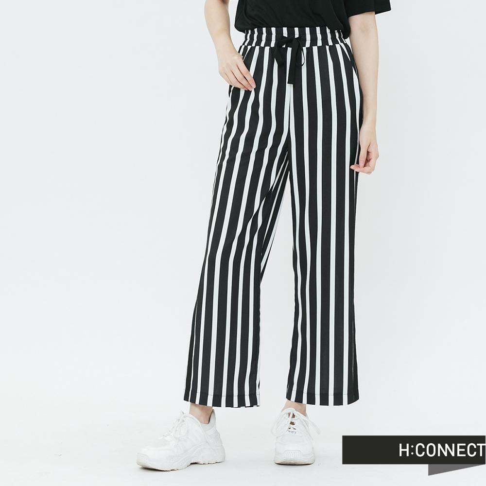 H:CONNECT 韓國品牌 女裝-褲管開岔直條紋寬褲-黑