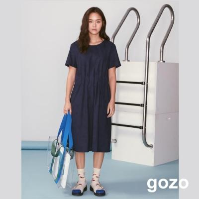 gozo 幾何壓紋腰部抓摺洋裝(深藍)
