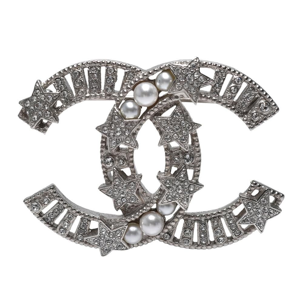 CHANEL 經典雙C LOGO五角星珍珠/水鑽鑲嵌胸針(銀)