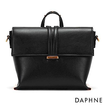 達芙妮DAPHNE-銅金鉚釘梯型斜揹手拿包-黑