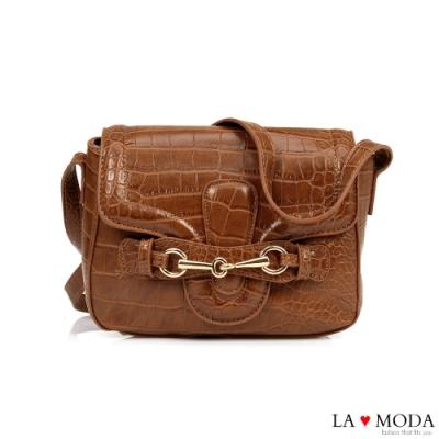 La Moda 時尚創意蛇紋壓紋大容量肩背斜背方包(棕)