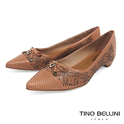 Tino Bellini 巴西進口雷射雕花佐優雅蝴蝶結低跟包鞋 _ 深膚