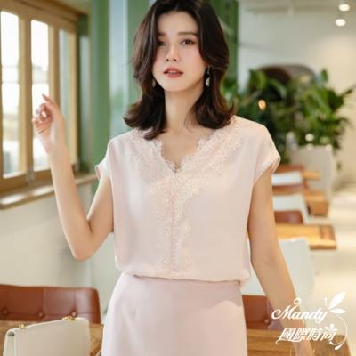 Mandy國際時尚 甜美V領蕾絲氣質短袖純色雪紡上衣 (3色)【韓國服飾】