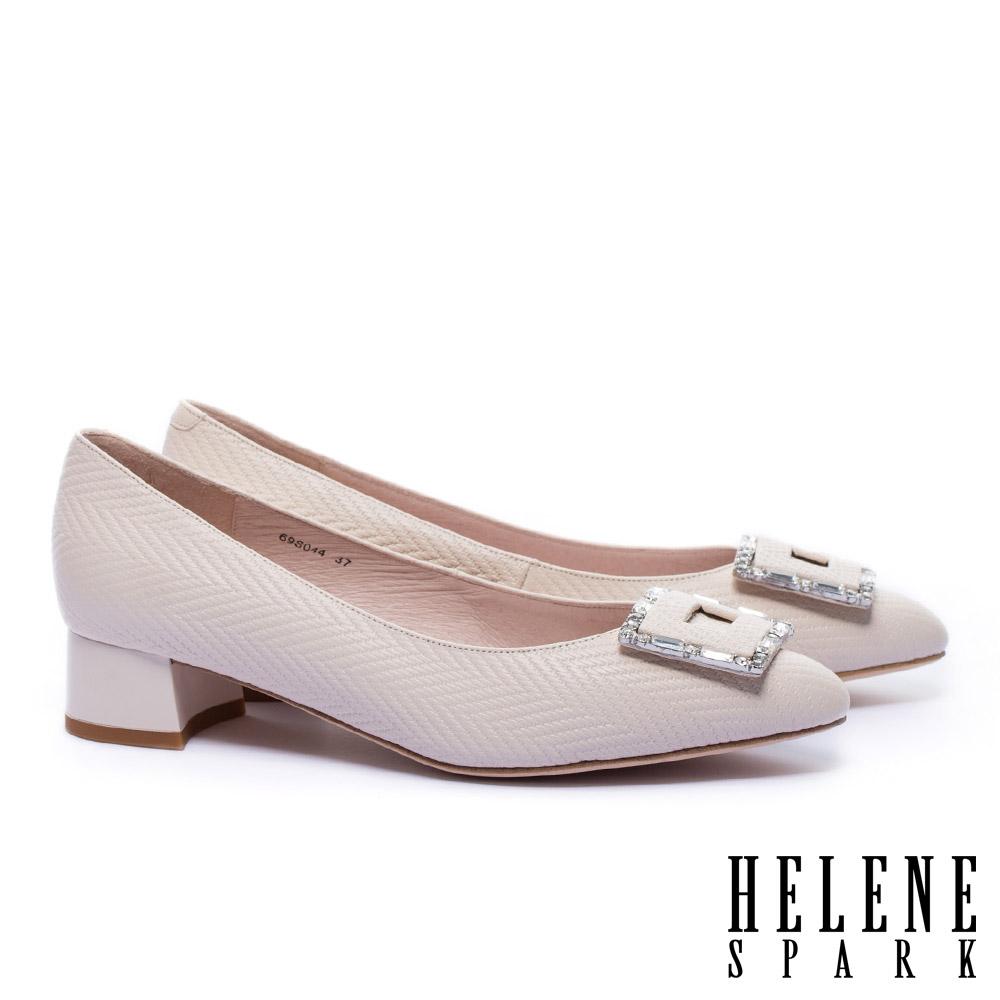 低跟鞋 HELENE SPARK 雅緻晶鑽方釦全真皮尖頭低跟鞋-米
