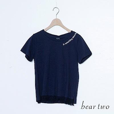 beartwo 不規則一邊英文字刺繡T恤上衣(二色)