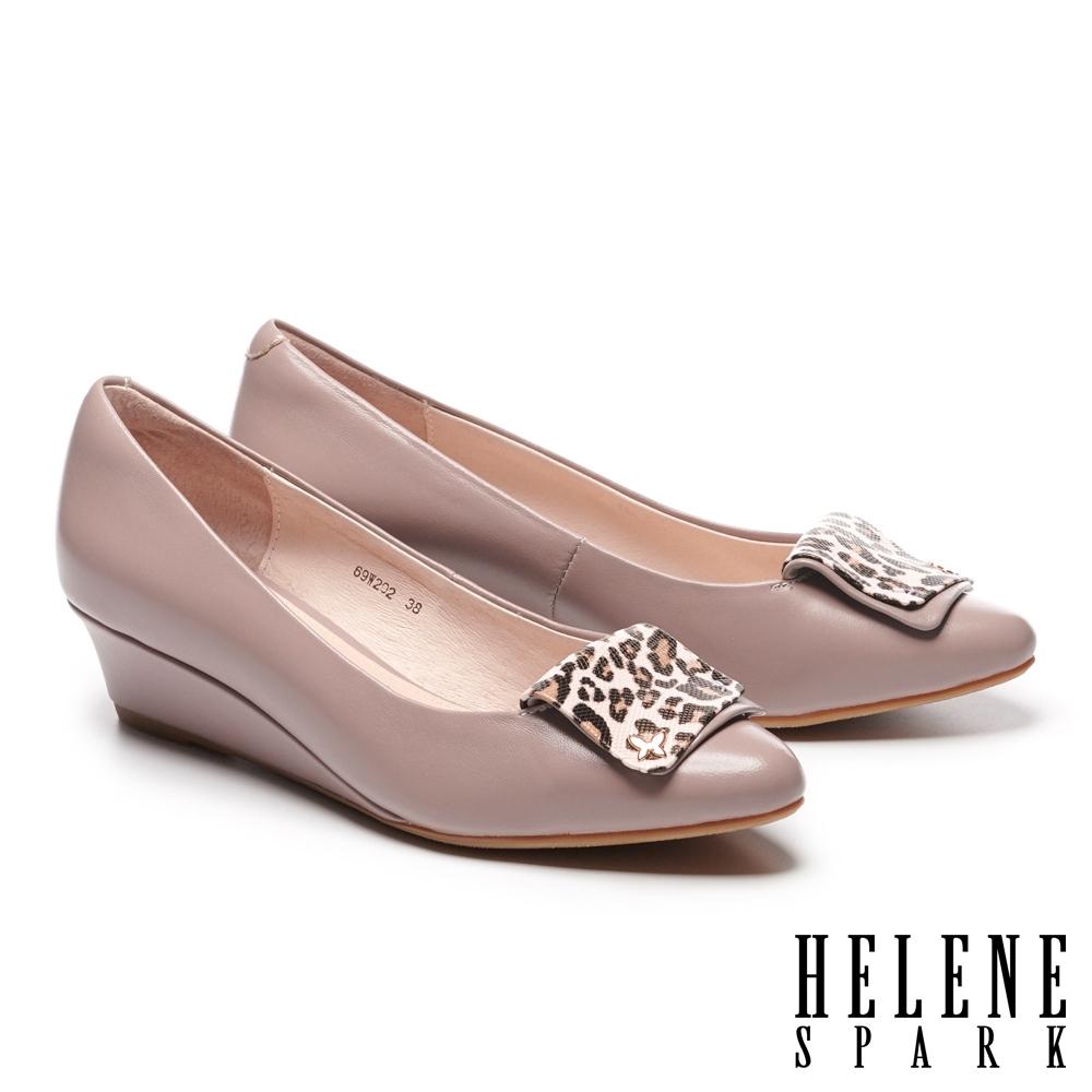 高跟鞋 HELENE SPARK 氣質典雅羊皮豹紋飾釦尖頭楔型高跟鞋-粉