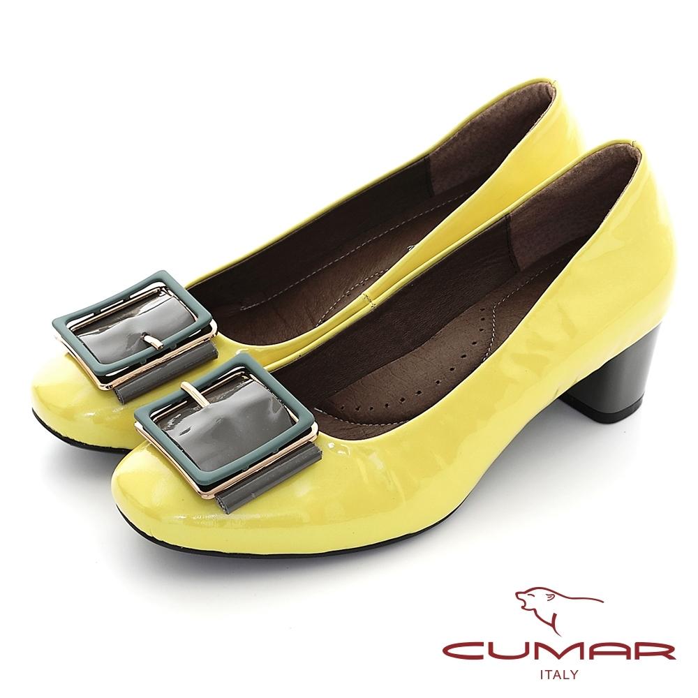 【CUMAR】復古小方頭皮帶釦裝飾粗跟高跟鞋-黃漆