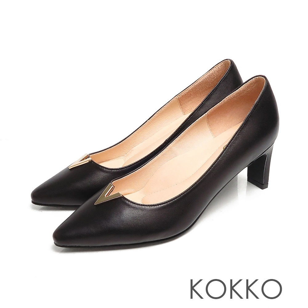 KOKKO微方頭V字金屬柔軟綿羊皮扁跟鞋經典黑