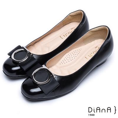 DIANA圓型飾釦織帶真皮拼接平底娃娃鞋-簡約時尚-黑