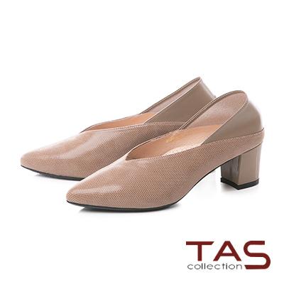 TAS質感壓紋V口剪裁後踩尖頭粗跟鞋-深卡其